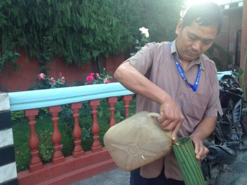 But Dana, responsable de ADRA Kathmandu