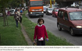 Cientos de austríacos desafían la ley y llevan en sus vehículos a los refugiados que huyen de Hungría