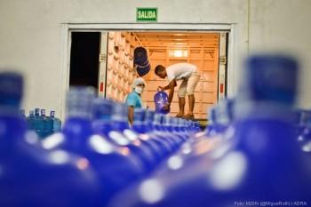 ADRA distribuye 20.000 litros de agua.
