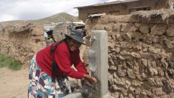 Acceso a agua potable, saneamiento básico, capacitación en hábitos saludables y fortalecimiento comunitario en comunidades rurales de Bolivia.