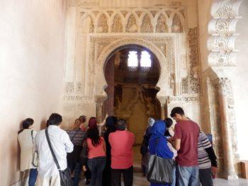 El centro de ADRA en Zaragoza visita el Palacio de la Aljafería y Cortes de Aragón.